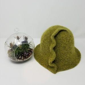 ❄☃️Wool cloche hat, moss green NWOT